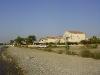 Домики рядом с отелем на прибрежной зоне