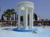 Один из бассейнов с фонтаном в греческом стиле
