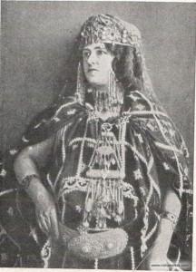 Женщина племени Кабилов в праздничном наряде