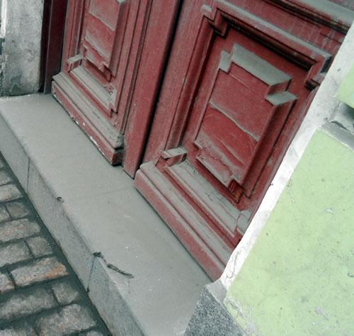 Пыльная дверь