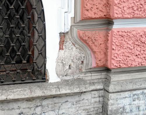 Разбитый фасад
