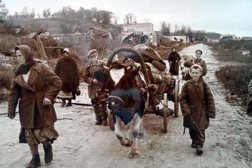 Дорогобуж. Жители возвращаются в освобожденный город. Смоленская область. 2 сентября 1943 года