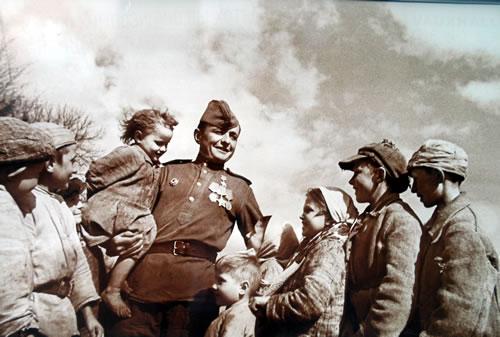 Солдат вернулся с войны