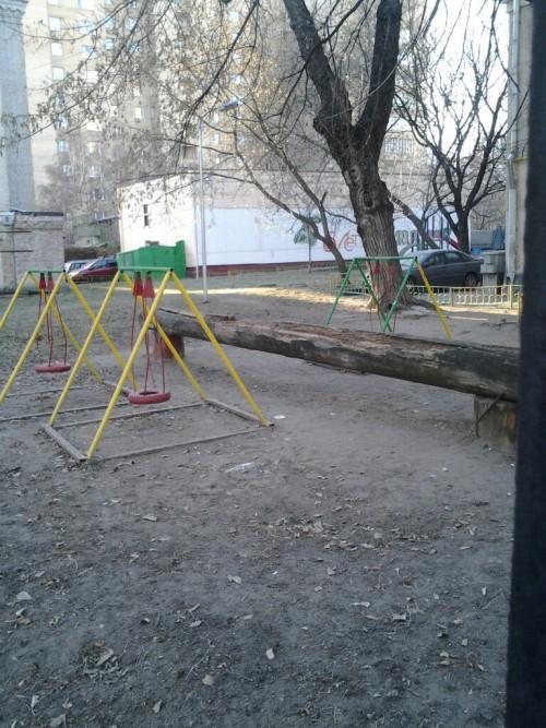 Замечательная детская площадка в центре Москвы